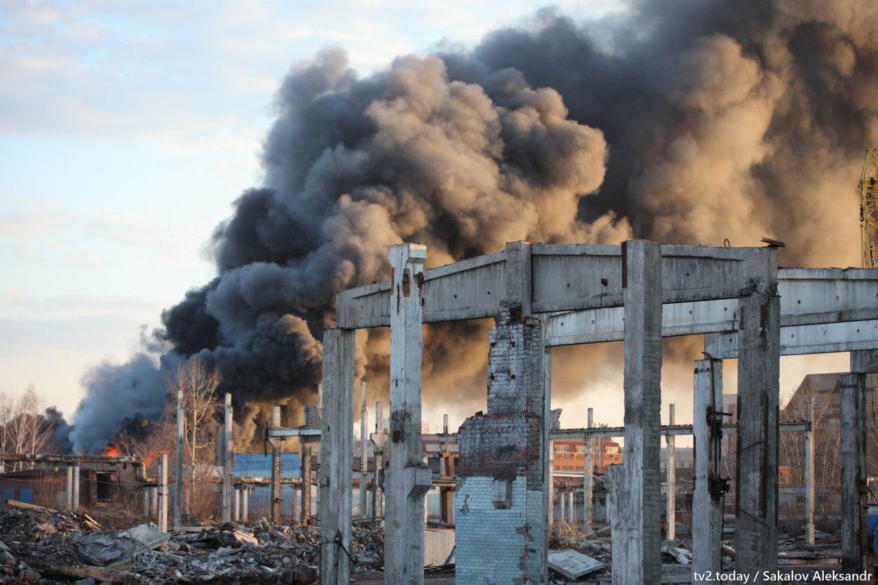 Крупный пожар произошел недалеко от «Спецавтохозяйства» в Томске