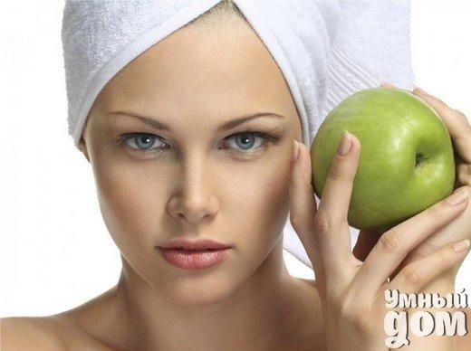 Яблочная маска для увядающей кожи лица Эта маска оказывает питательное и заживляющее средство. Для нее нам потребуется одно яблоко очищенное от кожуры и натертое на терке.Затем смешиваем натертое яблоко с 1 ст.л домашнего нежного творога и одним желтком. Потом наносим на 20 минут на лицо, избегая попадания на область век. Смываем эту маску и увлажняем лицо дневным кремом. Умный дом - идеальный уголок для хозяюшки!