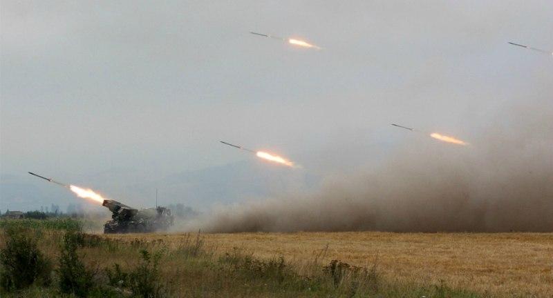 НАТО в свою очередь обвиняет Россию в использовании артиллерии против украинских войск