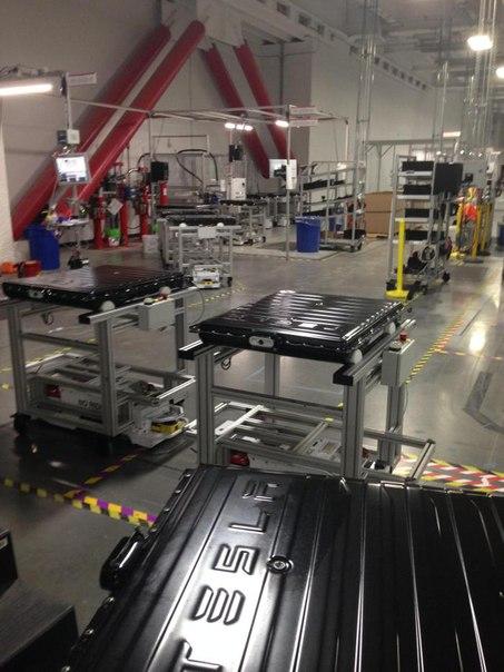 Tesla Gigafactory изнутри