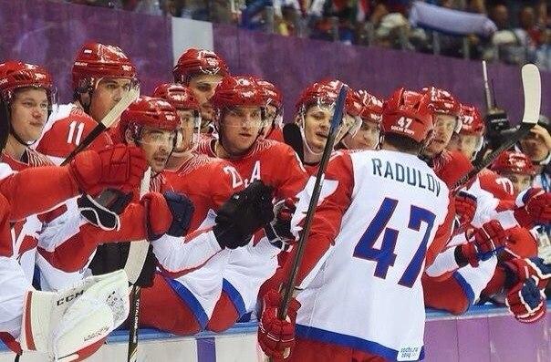 """16:30. """"Большой"""". Время и место встречи изменить нельзя. Россия - Словакия. Смотрим большой хоккей! #болеемзанаших"""