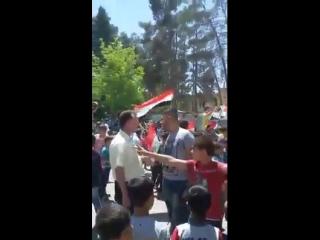 Жители города Джеруд празднуют освобождение районов в Восточном Каламуне от терроризма