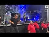 Сурдопереводчица на концерте Lamb of God