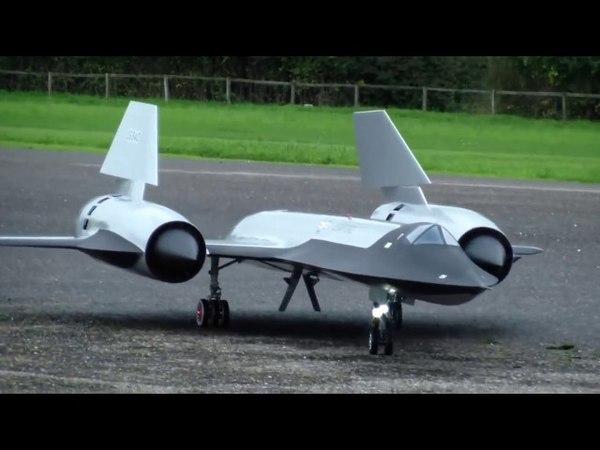 Реактивный двигатель в авиамодели копия SR 71