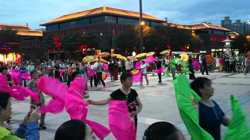 Танцы на площади в Сиане
