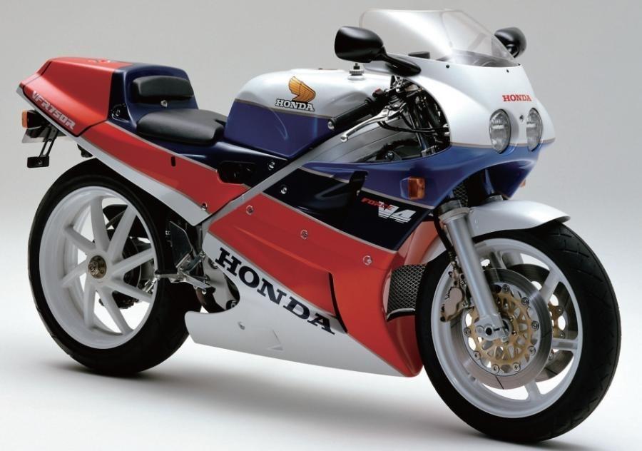 Проморолик Honda RC30 (видео)