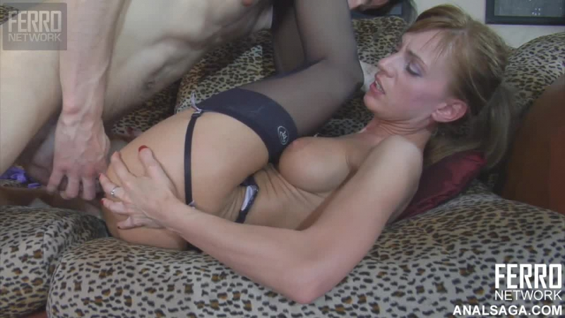 пышку трахнул на диване неожиданно незнакомец секс