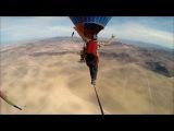 Слэклайн между воздушными шарами