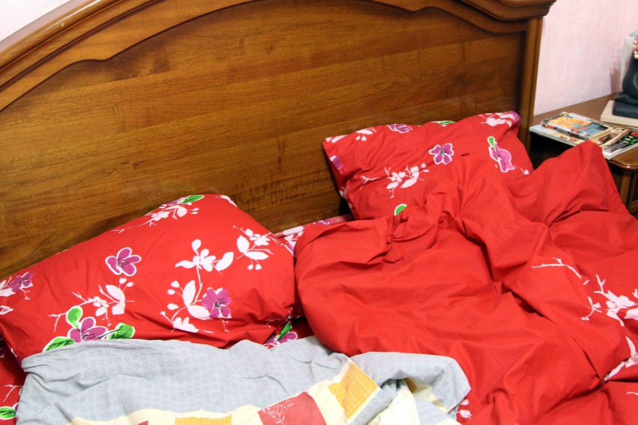 Сестра хотела посмотреть у брата а брат не спал 14 фотография