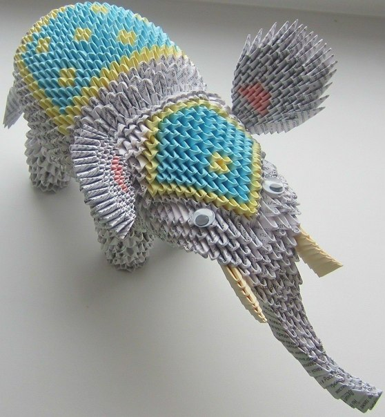 Уходящий Новогодний слон