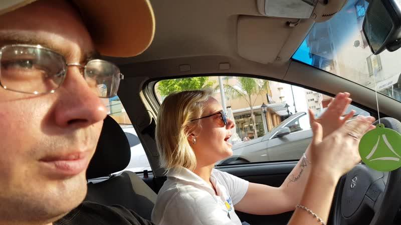 Покатушки на машине с блондинкой в Албании