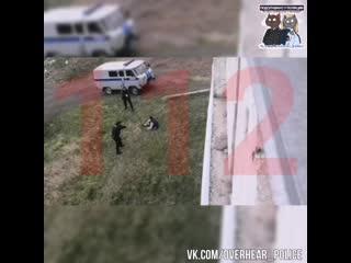 В новоильинском районе новокузнецка, местный житель под воздействием препаратов напал с ножом на полицейских