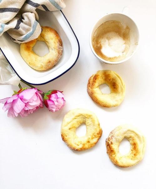 творожные пончики состав: 180 г 12-18% пастообразного творога, 1 яйцо (можно без него), 4 ст. ложки муки, 1 ст. ложка сахара (можно без него), щепотка соли.приготовление:1. творог смешать с