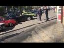 Мужик с бензопилой, дебил и баба за рулём. Ничего удивительного, просто обычный день в Одессе.mp4