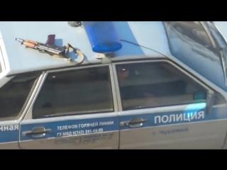 Полицейский забыл автомат на крыше авто