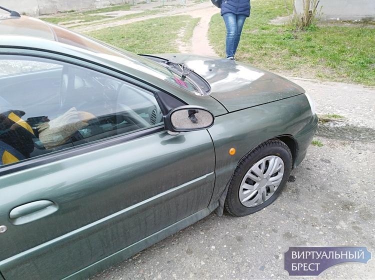 Владелец ищет вандала, который повредил его автомобиль (вознаграждение дают)