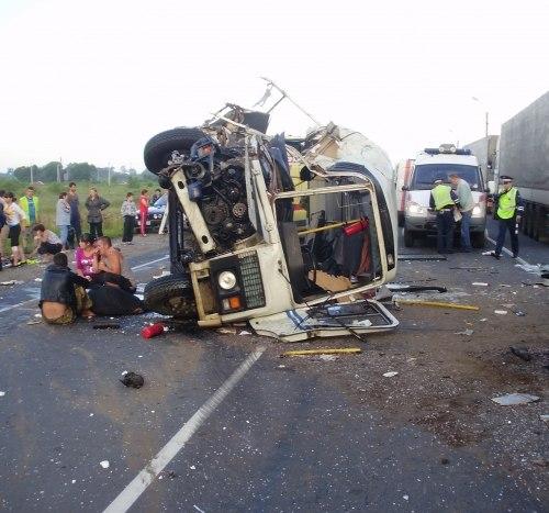 09.07 10:34 В Калининграде автобус перевернулся после столкновения с фурой: погибла пассажирка.