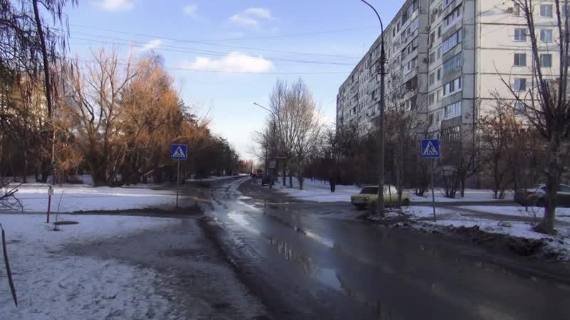 г Волжский В 19 микрорайоне просел люк