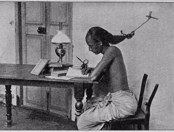 Как не уснуть студенту во время учёбы Привязать волосы к гвоздю в стене!Мадрас1948г.