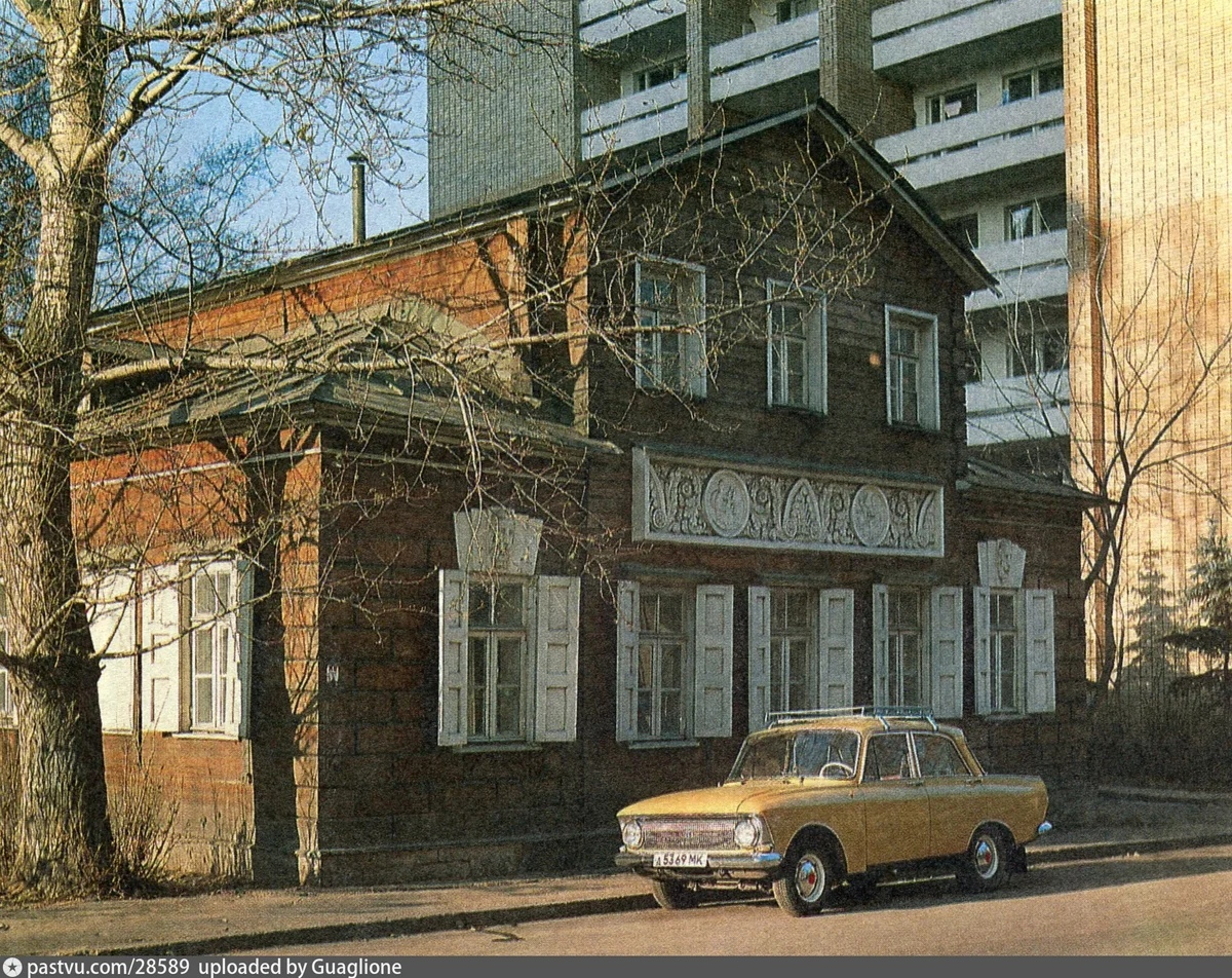 Вид на здание в 1985-1990-х годах.