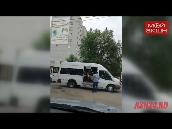Автобус потерял дверь на Кантемирова