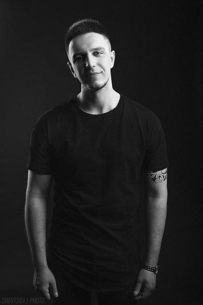 Саша Тилэкс, певец («Успешная группа»)