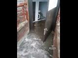 Салон красоты затопило ливнем в Омске