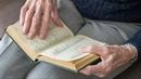 Книга на дом библиотекари Ханты Мансийска приносят чтиво домой инвалидам