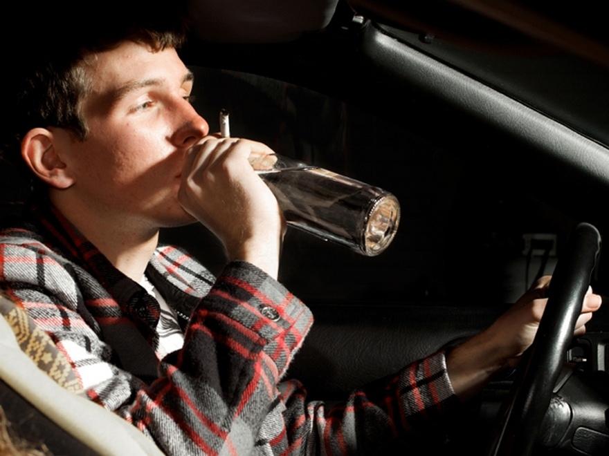 В Черкесске пьяный подросток катался за рулем автомобиля