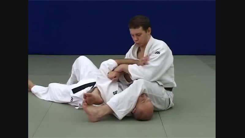 Ude hishigi juji gatame - Рычаг локтя захватом руки между ног (разрывы оборонительных захватов)