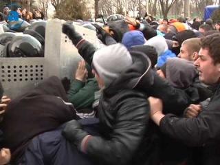 19.02.14 Столкновение у Академии ВВ МВД в Харькове