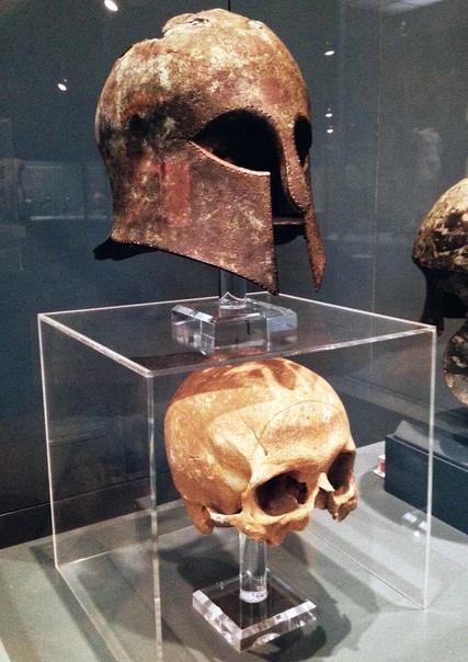 Коринфский шлем из битвы при Марафоне ( 490 г