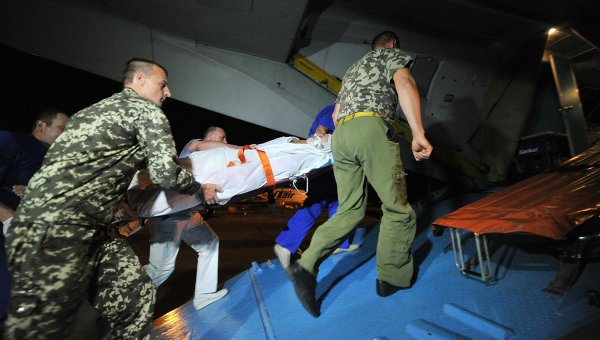 Самолет забрал четверых тяжелоранеными раненых украинских военных из Ростова