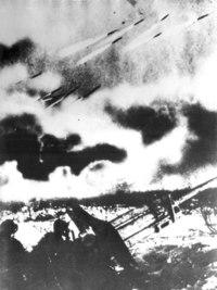 Непосредственную оборону Сталинграда выполняли две армии - 62-я и 64-я.  Они приняли на себя основной удар.