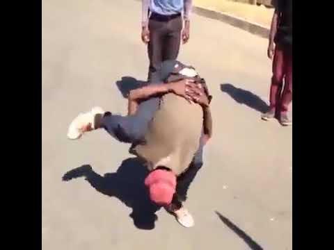 Biraz değişik sokak dansı