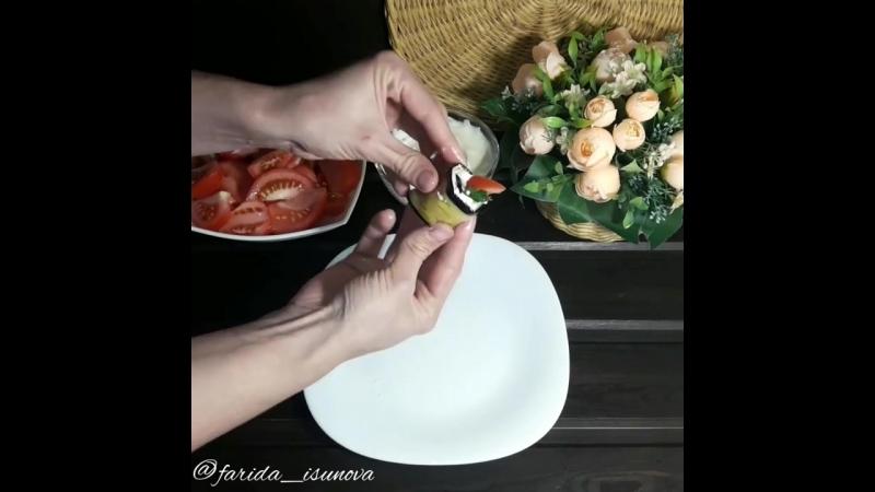 Рулетики из баклажанов с помидором и зеленью — рецепт от Foodman.club