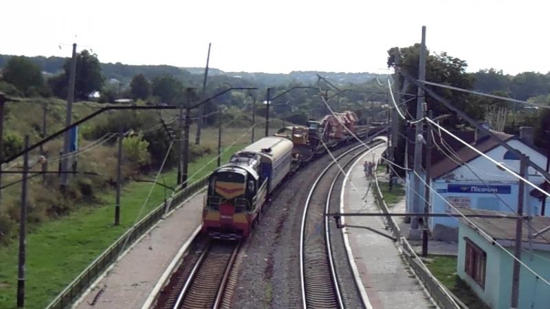 Тепловоз ЧМЭ3-1841 с хозяйственным поездом и ЧМЭ3-1238 (толкач) на перегоне Люботин - Новая Бавария возле платформы Песочин