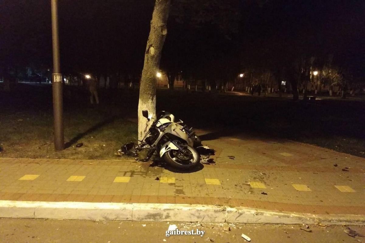 Ляховичи: в результате падения пострадал мотоциклист