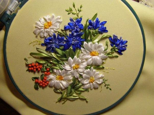 Лучшие схемы и модели вышивки Вышивка лентами васильки.  Качайте схемы, рисунки и материалы для вышивания. . схемы...