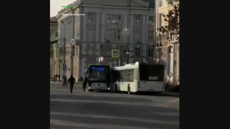 В Ростове на Дону водитель забыл поставить автобус на ручник