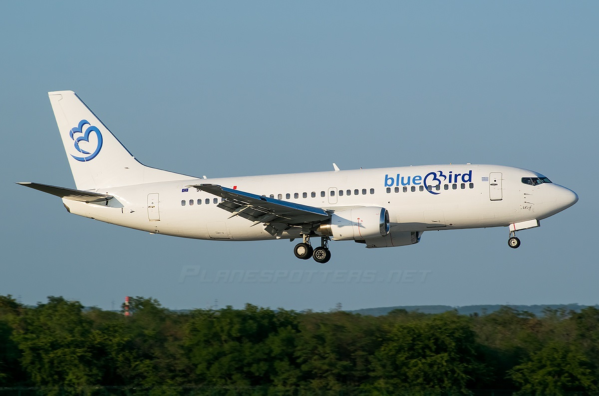Лайнер греческой авиакомпании заходит на посадку