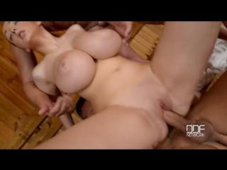 Lucie wilde - lucie s sauna cum bath