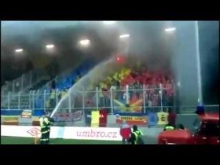 ☠ Пожарные тушат   фанатов!