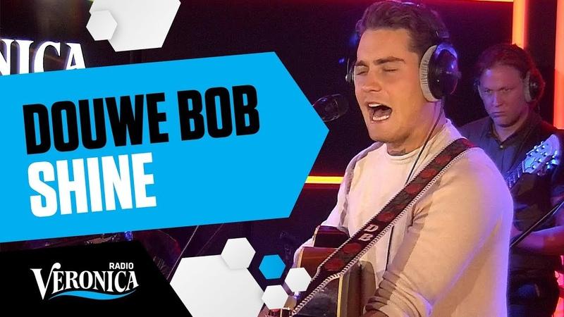 Douwe Bob speelt zijn single Shine