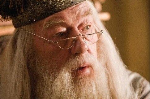 Имя Дамблдора переводится как Белый шмель!