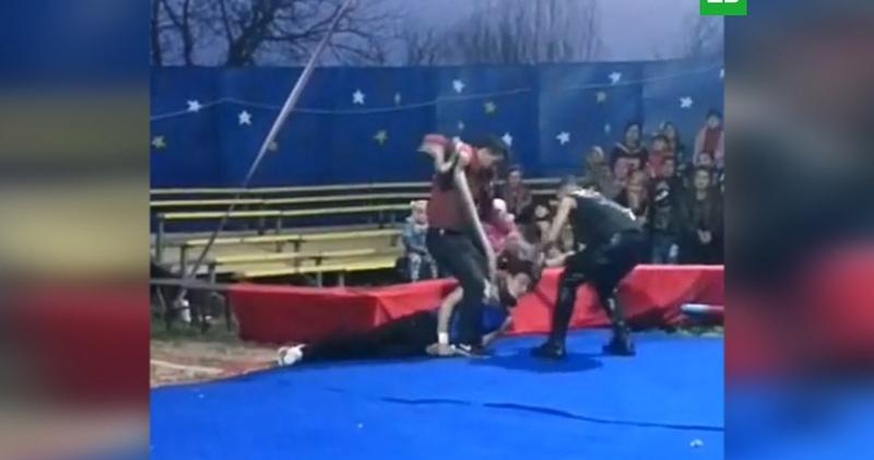 Удав задушил циркача на глазах у детей