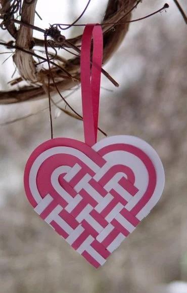Валентинки своими руками крючком, из бумаги, ткани: схемы и шаблоны