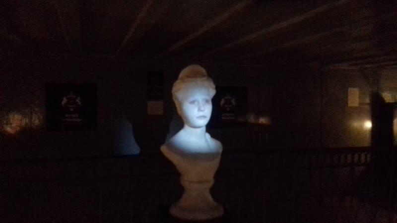 говорящая голова в музее неправды