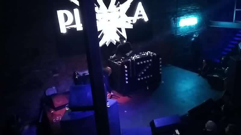 Plenka - not gonna get us (vs. t.A.T.u.)