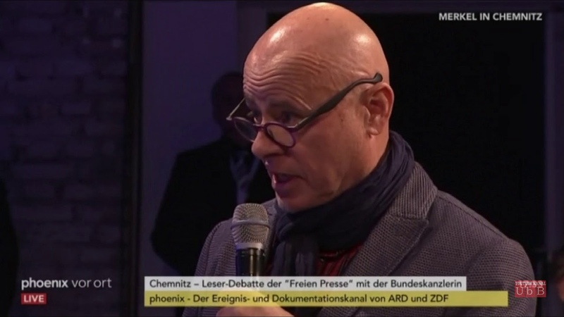"""Merkel wird in Chemnitz gefragt: """"Wann treten Sie zurück, Frager lädt ein zur Anti-Merkel Demo"""